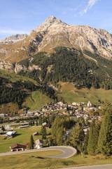 Alpenidylle; Splügen mit Teurihorn