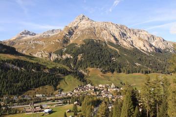 Zauberhafte Alpenlandschaft; Splügen mit Teurihorn