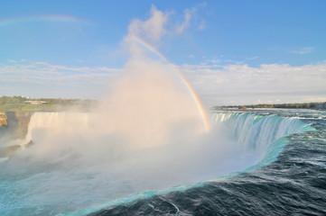 Obraz Niagara – wodospad na rzece Niagara, na granicy Kanady, prowincja Ontario i USA, stan Nowy Jork.  - fototapety do salonu