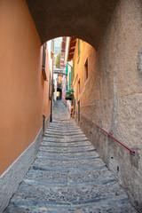 Rue et lac de côme et lac de garde en italie du nord à côté de Bellagio varenna menaggio...