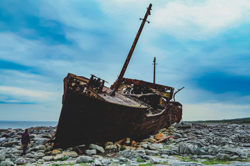 Photo Blinds Shipwreck Ship wreck on Irish island