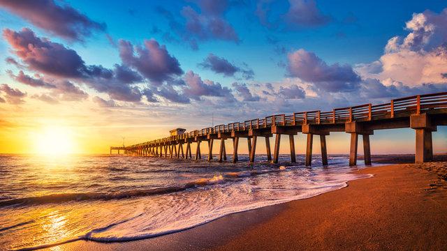 famous pier ofvenice while sunset