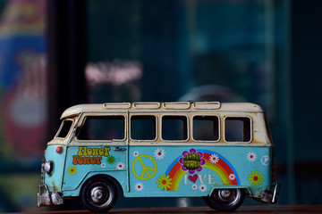 Foto op Aluminium Londen rode bus The van model is antiques, a toy, formerly a child