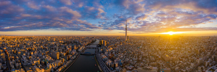 Papiers peints Tokyo Aerial panorama view by drone of Tokyo Cityscape with Tokyo Sky Tree visible in Tokyo city, Japan