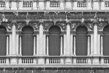 Fototapete - Detail of historical architecture in Venice, Italy
