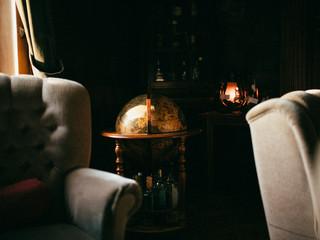 Obraz Stary pokój z globusem - fototapety do salonu