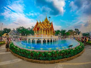 Fotobehang Bedehuis Beautiful statue temple in bangkok