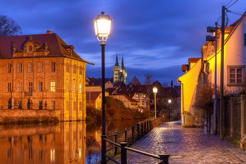 Fototapete - Scenic view of Old town and Michelsberg monastery over the Regnitz river at night in Bamberg, Bavaria, Upper Franconia, Germany