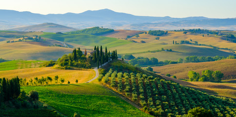 Zelfklevend Fotobehang Toscane Late summer aerial landscape of valley in Tuscany