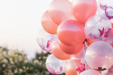 Obraz różowe balony z helem - fototapety do salonu