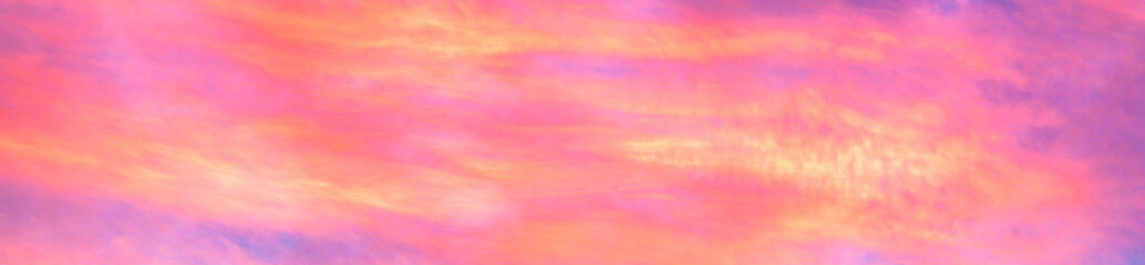 Photo sur Plexiglas Rose banbon Panorama of colorful x clouds in the sunset sky