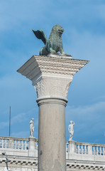 Fototapete - Ancient column in front of Palazzo Ducale (Doge's Palace) in Venice, Italy
