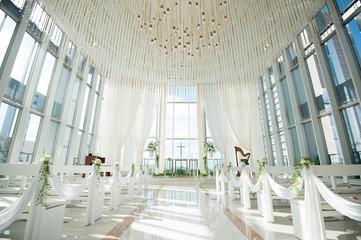光り差す結婚式場 チャペル 挙式会場  Fotomurales