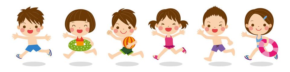 水着姿で元気に走るかわいい子供達のイラスト 夏のイメージ