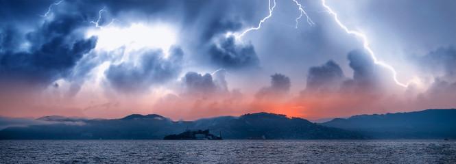 Panoramic view of Alcatraz Island and San Francisco coastline during a storm, California, USA Fototapete