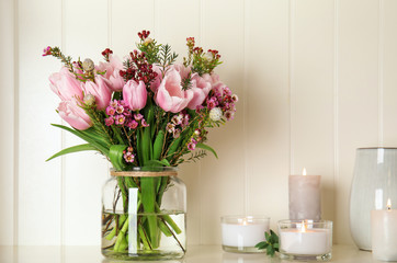 Foto op Canvas Tulp Beautiful bouquet with spring pink tulips on shelf