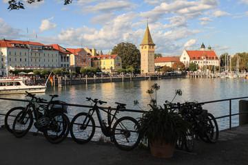 Radelparadies Bodensee; Rast am Lindauer Seehafen