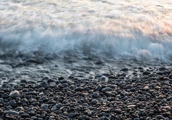 Photo sur Plexiglas Iles Canaries The surf on volcanic black beach in Lanzarote, Canary Islands