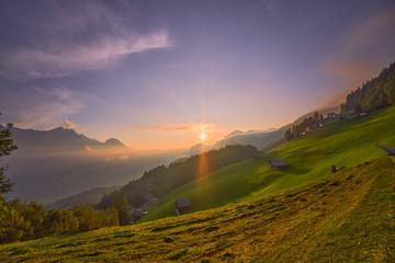 Poster Lavende Sonnenuntergang in den Bergen