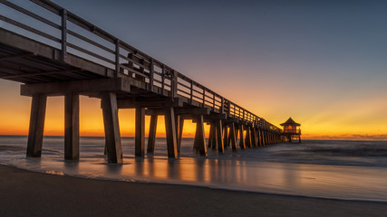 Fototapeten Neapel Naples Pier on the beach at sunset in Naples, Florida, USA. Famous and beautiful old architecture. Coastal dreams. lighthouse on pier.