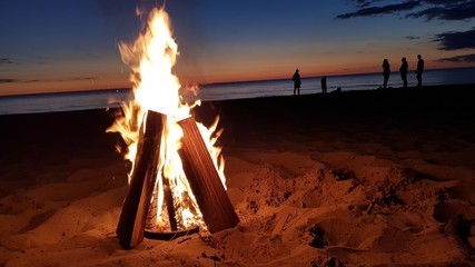 Foto auf Leinwand Violett rot fire on beach