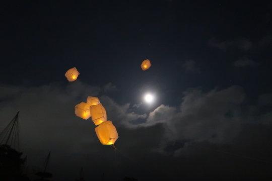 福島県会津絵ろうそくまつり2020 鶴ヶ城 満月と風船