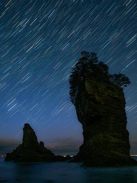 三王岩と星の軌跡