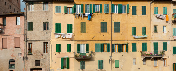 Fototapete - Exterior of residential building in Siena, Tuscany, Italy