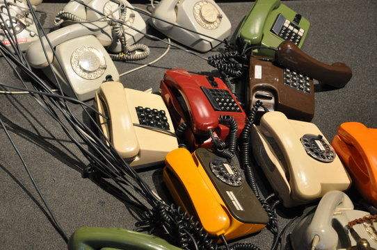 alte schnurgebundene Telefone