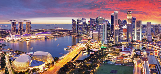 Aerial view of sunset at Marina Bay Singapore city skyline Fotomurales