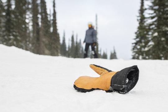 Ski woman lost her mittens