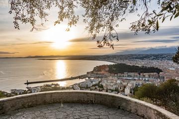 panorama sur Nice au coucher de soleil