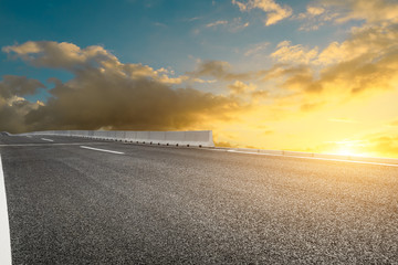 Foto op Aluminium Zwavel geel Empty asphalt road and sunset sky landscape in summer