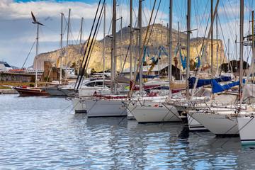 La pose en embrasure Palerme Palermo. City Harbor.