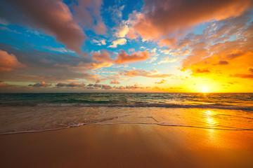 Beach sunrise over the tropical sea Fotomurales