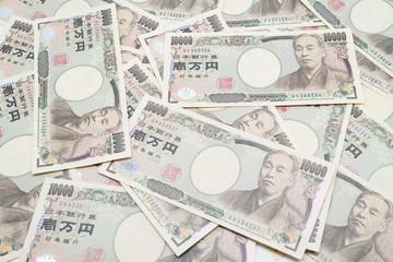 大量の1万円札の写真。お金に溺れるイメージ。シリアルナンバー加工済み。