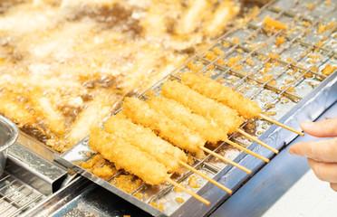 日本で売られている美味しそうな串カツの写真