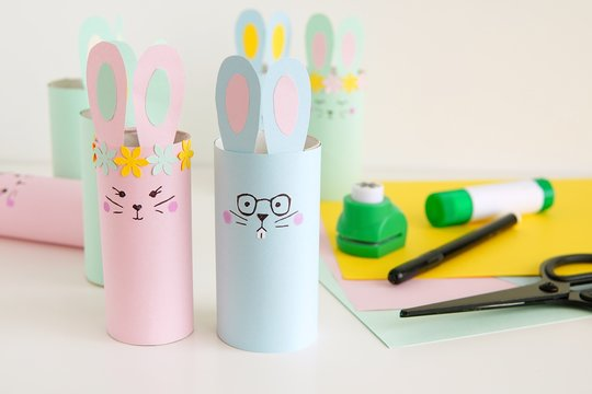 Handmade Happy Easter decorations paper bunnies from toilet paper tube, easy crafts for kids.