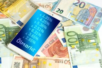 Euro Geldscheine, Smartphone und Preise auf Ölmarkt