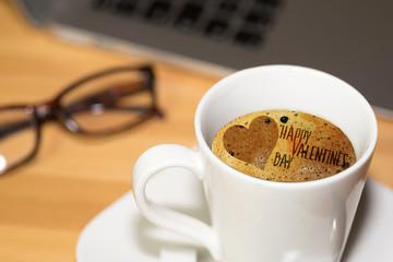 Eine Tasse Kaffee und der Valentinstag