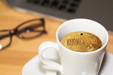 Ein Kaffe und Guten Morgen auf italienisch Buongiorno