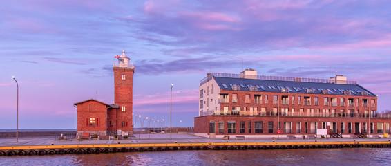 Leuchtturm und Hotel in Darlowko