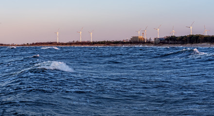 Windkraftanlage in Darlowko an Ostsee