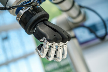 Artificial metal and plastic robotic hand