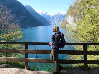 Berchtesgadener Alpen - Frau am Königssee