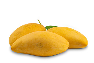Fototapete - Ripe sweet mangoes with leaf on white background