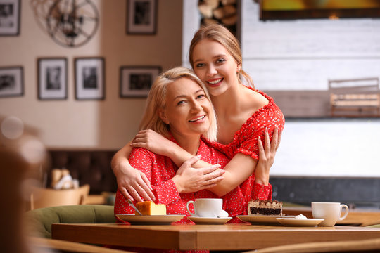 Mother and her adult daughter spending time together in cafe