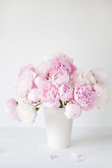 Fototapete - beautiful pink peony flowers bouquet in vase
