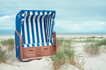 Fototapete - Strandkorb am Meer