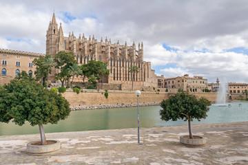 Parque del Mar and Palma Cathedral in Palma de Mallorca, Spain